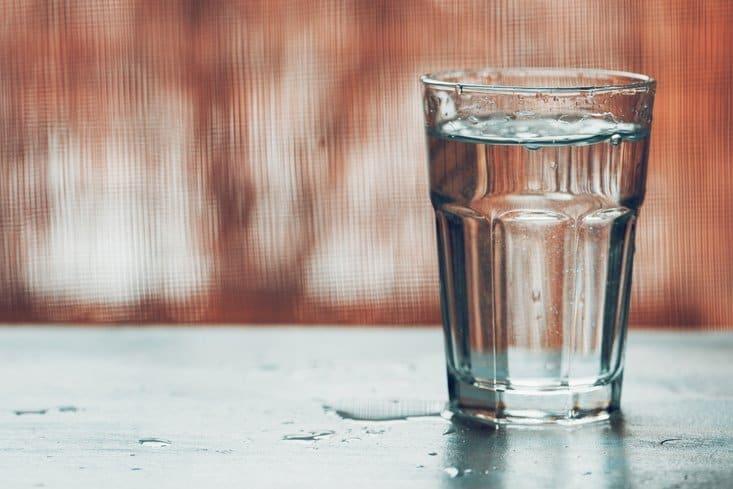 Snel afvallen doe je door genoeg water te drinken.