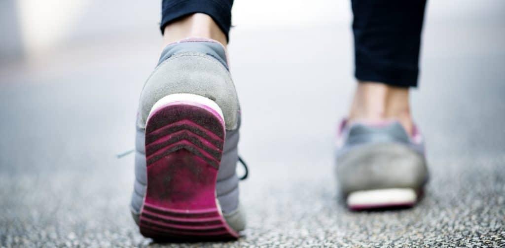 Afvallen door te wandelen.