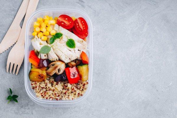 Het eten van 4 maaltijden op een dag tijdens intermitterend vasten is gezonder dan 6 maaltijden
