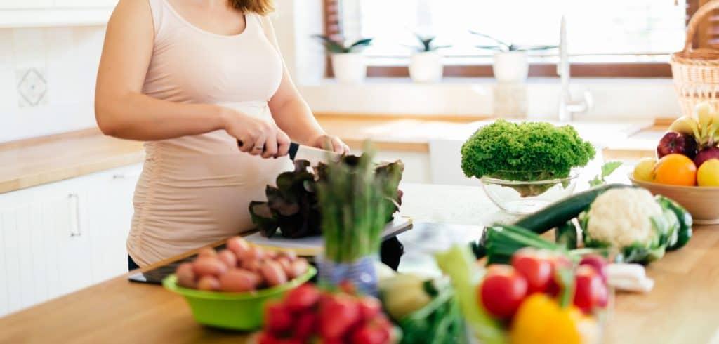 Zwangere vrouw maakt ketogeen dieet