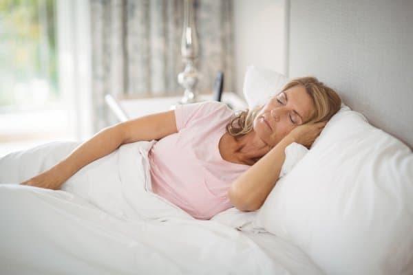 Goed slapen is belangrijk tijdens de overgang. Door goed te slapen bevorder je afvallen en verminder je stress.
