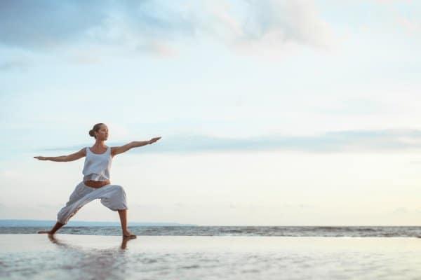 Afvallen met yoga kan je buiten doen
