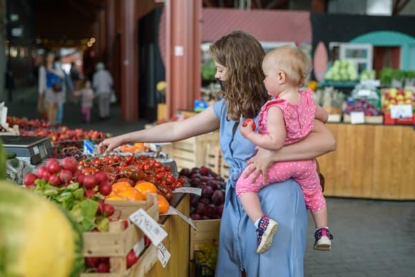 Als je wil afvallen na zwangerschap, dan is het belangrijk dat jij en je kindje gezond eten