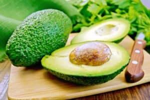 waarom is avocado gezond om te snijden en eten